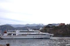 Barco de cruceros 1 Foto de archivo libre de regalías