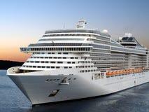 Barco de cruceros. Foto de archivo