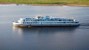 Barco de cruceros foto de archivo
