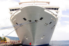 Barco de cruceros en puerto Foto de archivo libre de regalías