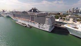 Barco de cruceros aéreo del MSC en el puerto de Miami