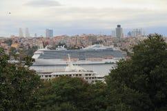 Barco de cruceros americano en Estambul  Fotografía de archivo