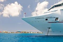 Barco de cruceros asegurado en Cayman Islands Fotografía de archivo libre de regalías