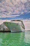Barco de cruceros blanco de lujo fotografía de archivo