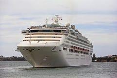 Barco de cruceros blanco de lujo Imagen de archivo libre de regalías