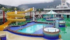 Barco de cruceros a bordo de la reconstrucción del agua Fotografía de archivo