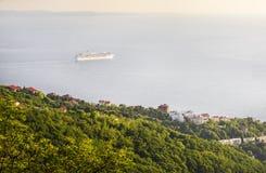 Barco de cruceros cerca de Trieste Fotos de archivo libres de regalías