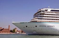 Barco de cruceros cristalino del lujo de la serenidad Imagen de archivo libre de regalías