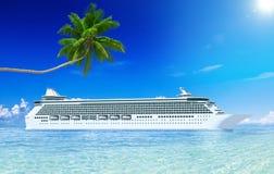 barco de cruceros 3D y palmera Imagen de archivo