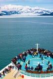 Barco de cruceros de Alaska que se acerca al glaciar de Hubbard Fotografía de archivo