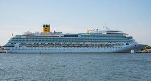 Barco de cruceros de Costa Favolosa Imagenes de archivo