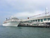 Barco de cruceros de Crystal Symphony en Hong Kong Imágenes de archivo libres de regalías