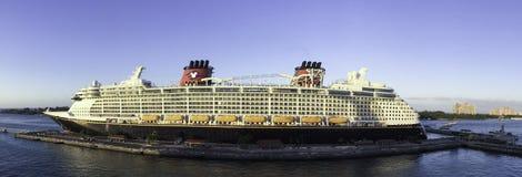 Barco de cruceros de Disney Fotografía de archivo libre de regalías