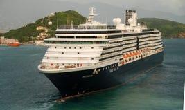 Barco de cruceros de Holanda América que visita USVI fotos de archivo