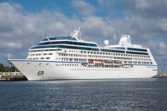 Barco de cruceros de lujo del ms Nautica, Marshall Islands Fotografía de archivo libre de regalías