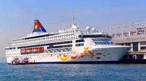 Barco de cruceros de lujo en Hong-Kong fotos de archivo libres de regalías