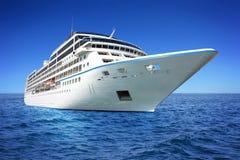 Barco de cruceros de lujo enorme Foto de archivo libre de regalías