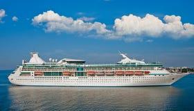 Barco de cruceros de lujo grande Imágenes de archivo libres de regalías
