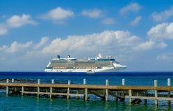 Barco de cruceros del equinoccio de la celebridad imágenes de archivo libres de regalías