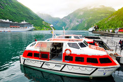 Barco de cruceros del fiordo de Geiranger Imagenes de archivo