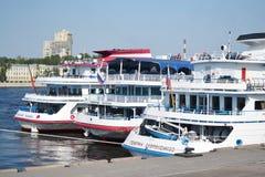 Barco de cruceros del río Imagenes de archivo