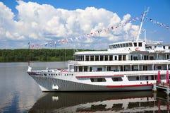 Barco de cruceros del río Foto de archivo