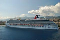 Barco de cruceros del revestimiento marino de las vacaciones Fotos de archivo
