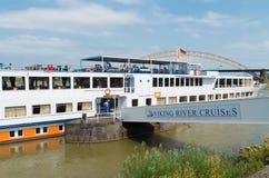 Barco de cruceros del río Fotografía de archivo libre de regalías