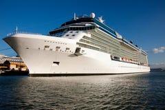 Barco de cruceros en acceso en San Juan Imágenes de archivo libres de regalías