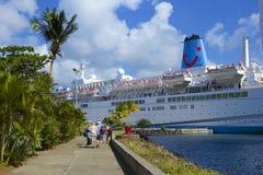 Barco de cruceros en Castries, St Lucia, del Caribe Imágenes de archivo libres de regalías