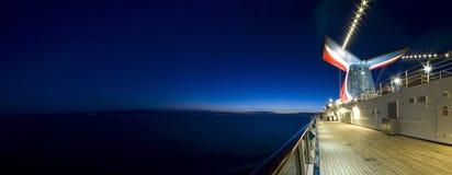 Barco de cruceros en el amanecer Fotos de archivo libres de regalías