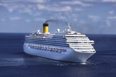 Barco de cruceros en el Caribe Imágenes de archivo libres de regalías
