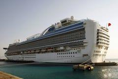 Barco de cruceros en el Caribe Imagen de archivo libre de regalías