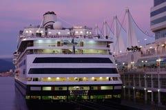 Barco de cruceros en el lugar de Canadá Imagen de archivo