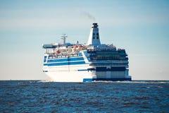 Barco de cruceros en el mar Fotos de archivo