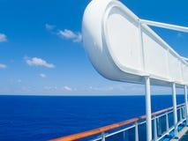 Barco de cruceros en el mar del Caribe. Imagen de archivo libre de regalías