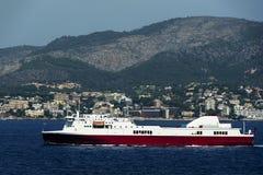Barco de cruceros en el puerto de Cannes Imágenes de archivo libres de regalías
