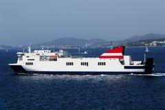 Barco de cruceros en el puerto de Cannes Fotos de archivo