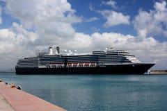 Barco de cruceros en el puerto de Katakolonin Grecia Imágenes de archivo libres de regalías