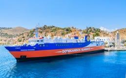 Barco de cruceros en el puerto de la isla de Symi Fotografía de archivo libre de regalías