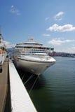 Barco de cruceros en el puerto de Vancouver Imagen de archivo libre de regalías