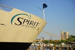 Barco de cruceros en el puerto interno de Baltimore Imagenes de archivo