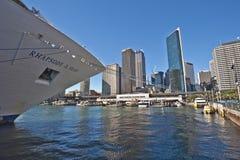 Barco de cruceros en el Quay Imagen de archivo