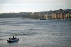 Barco de cruceros en Estocolmo fotografía de archivo libre de regalías