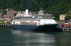 Barco de cruceros en Juneau, Alaska Imágenes de archivo libres de regalías