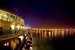 Barco de cruceros en la noche Imagen de archivo libre de regalías