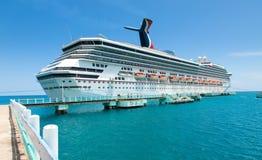 Barco de cruceros en Ocho Rios, Jamaica Fotos de archivo libres de regalías
