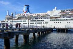 Barco de cruceros en Roseau, Dominica Fotografía de archivo