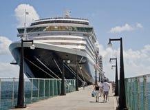Barco de cruceros en St San Cristobal imagenes de archivo