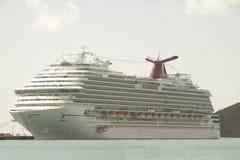 Barco de cruceros en St Thomas Imágenes de archivo libres de regalías